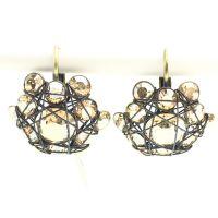 Bended Lights Ohrhänger mit Klappverschluss in hellbraun/beige