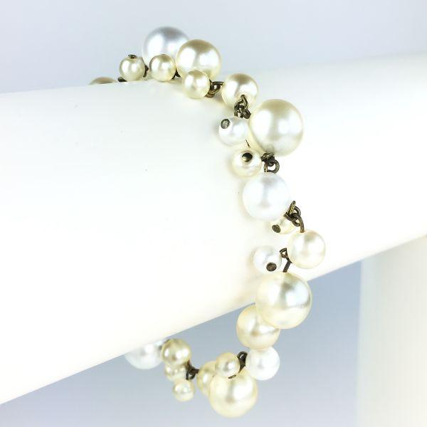 Konplott Caviar de Luxe Armband verschließbar weiß mit Perlen #5450543496528