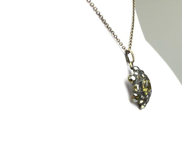 Konplott Bended Lights Halskette mit Anhänger in Olivgrün #5450527758994