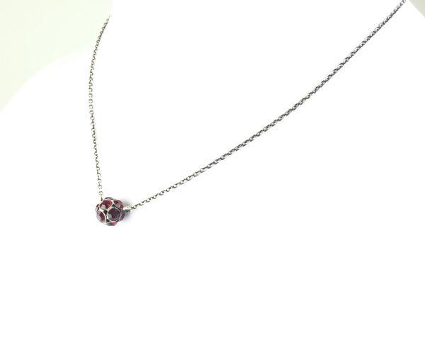 Konplott Disco Balls Halskette in siam rot mit Anhänger Größe M #5450527610353