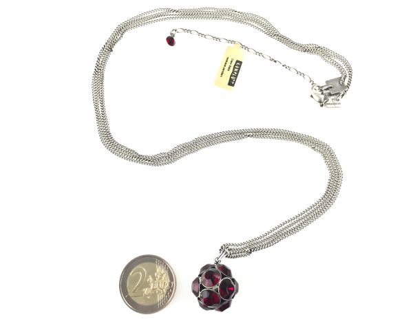 Konplott Disco Balls Halskette in siam rot lang mit Anhänger Größe L #5450527597289